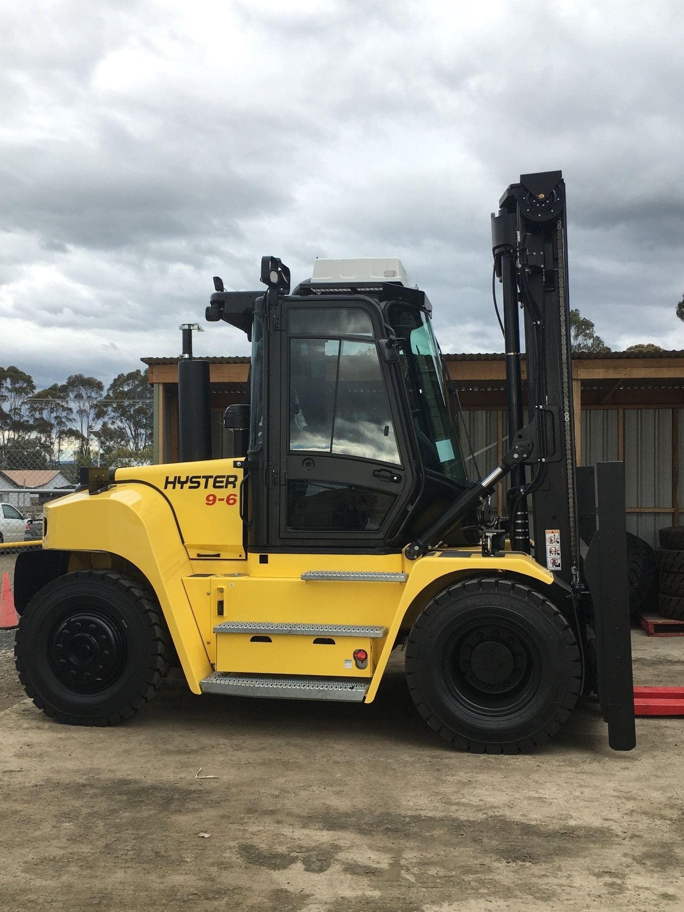 Australian sustainable timber hyster forklift 1