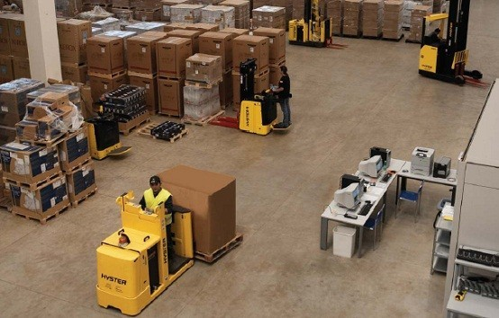 Cross docking with hyster