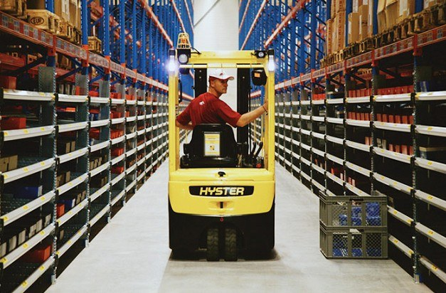 Hyster 3 wheel batter electric counterbalance forklift