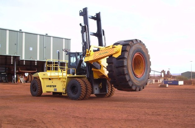 Hyster counterbalance forklift outdoor operation