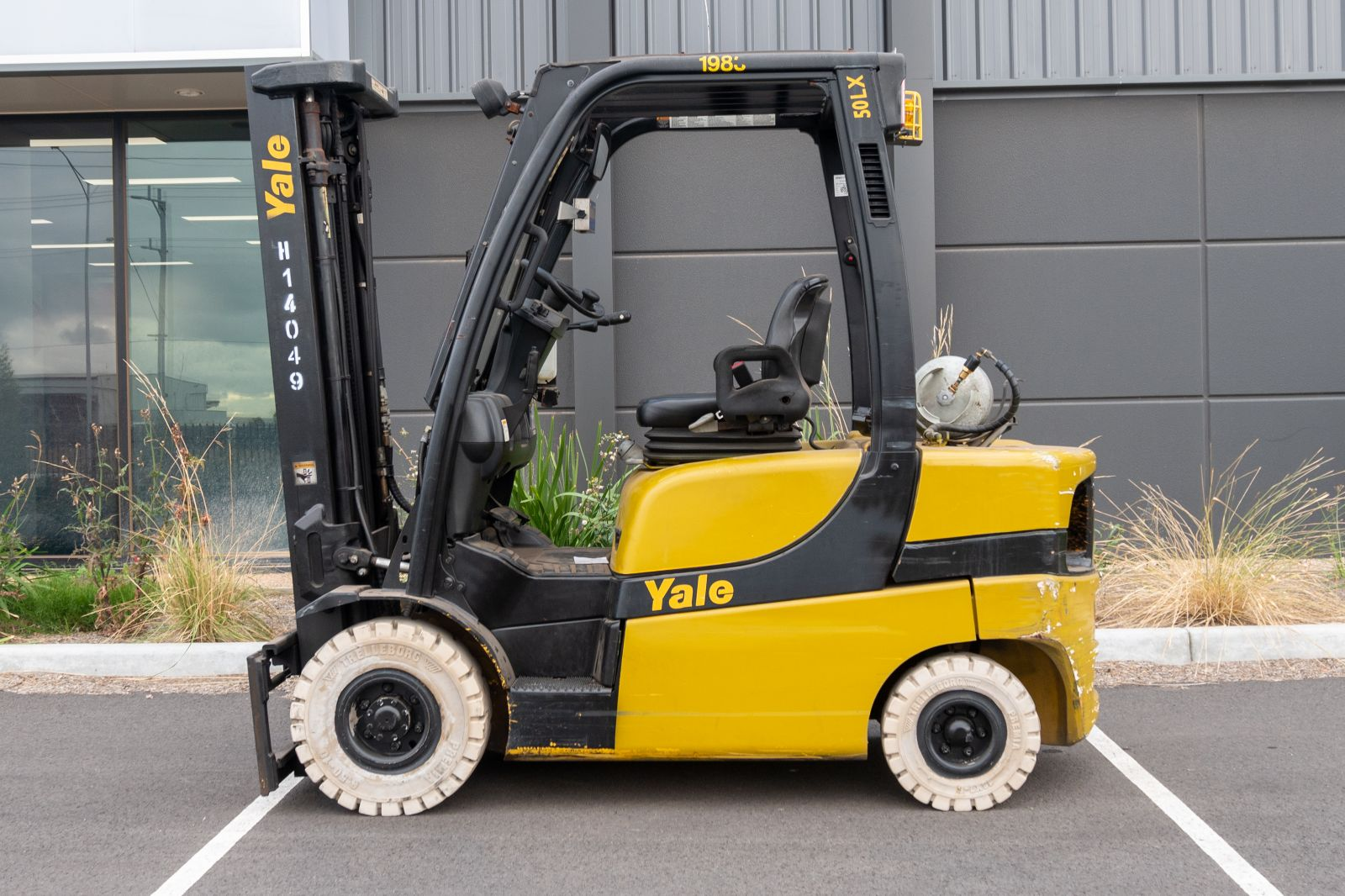 Used forklift: YALE GLP050LX