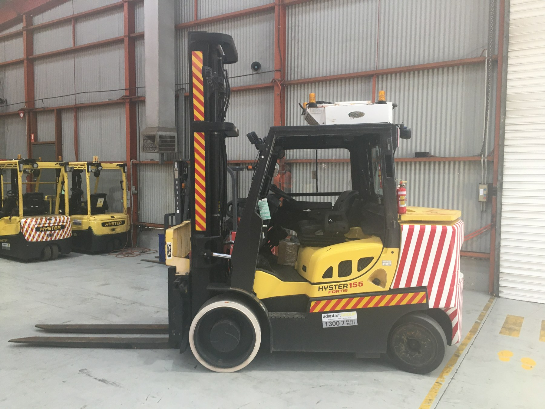 Used forklift: HYSTER S155FT