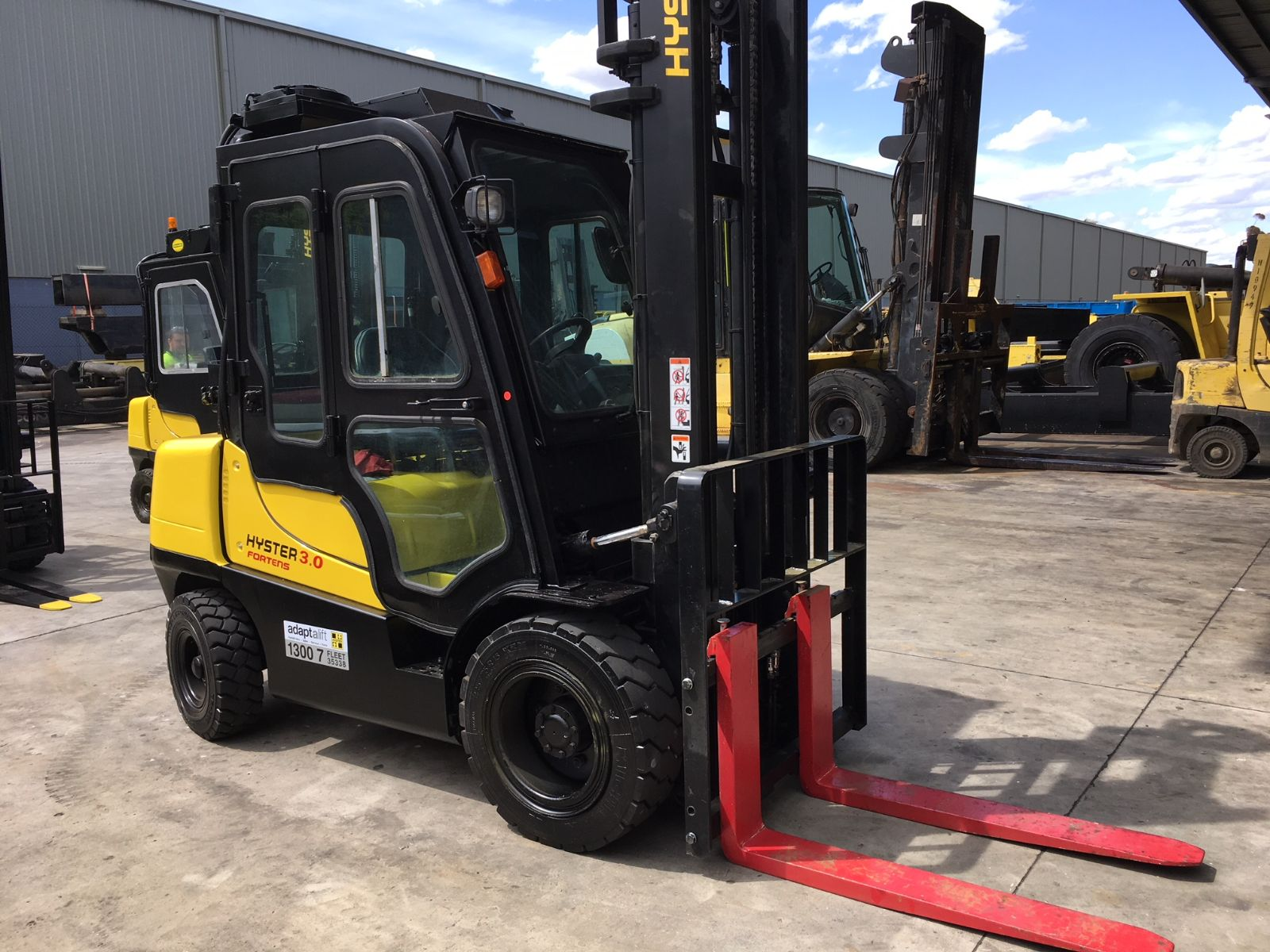 Used forklift: HYSTER H3.0TX