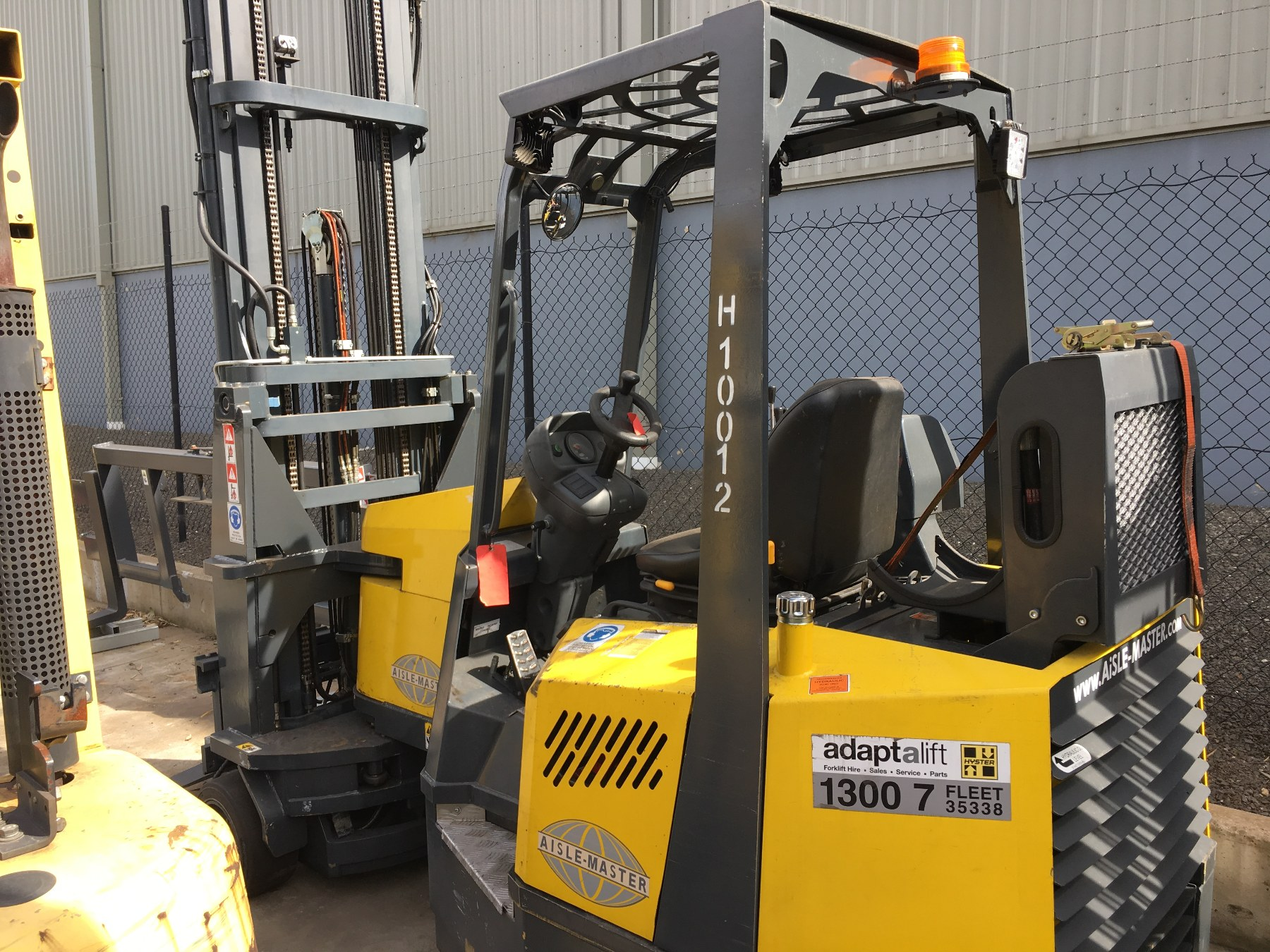 Used forklift: AISLE-MASTER 20WH
