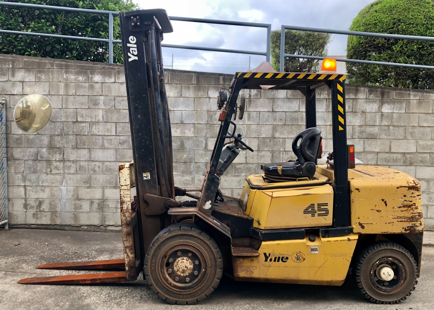 Used forklift: Yale GDP45MH