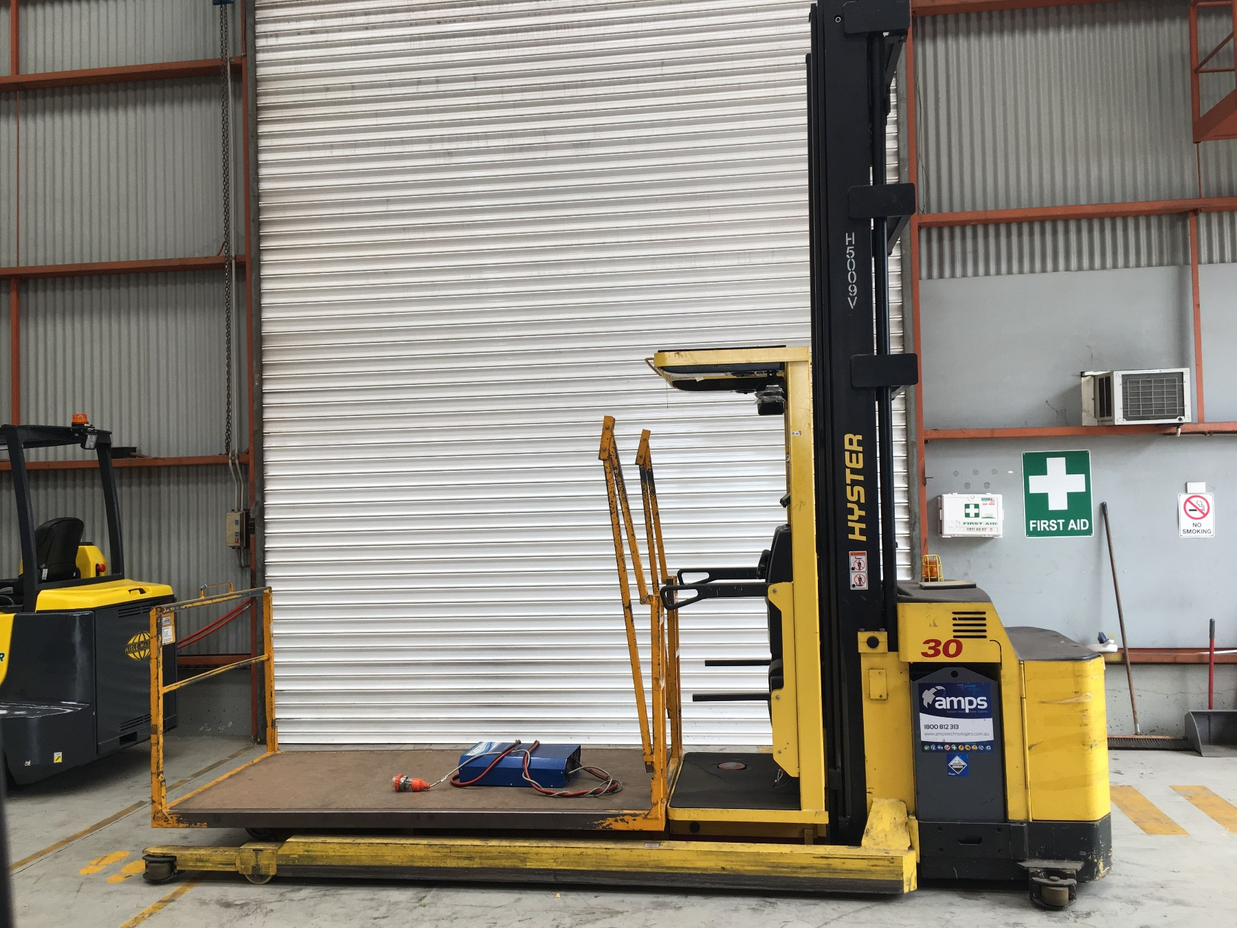 Used forklift: HYSTER R30XMF2