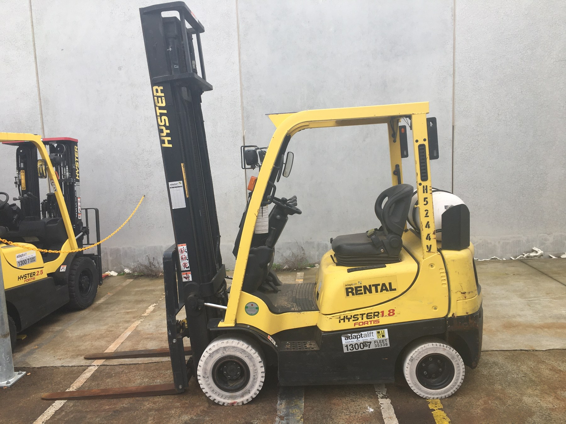 Used forklift: HYSTER H1.8TX