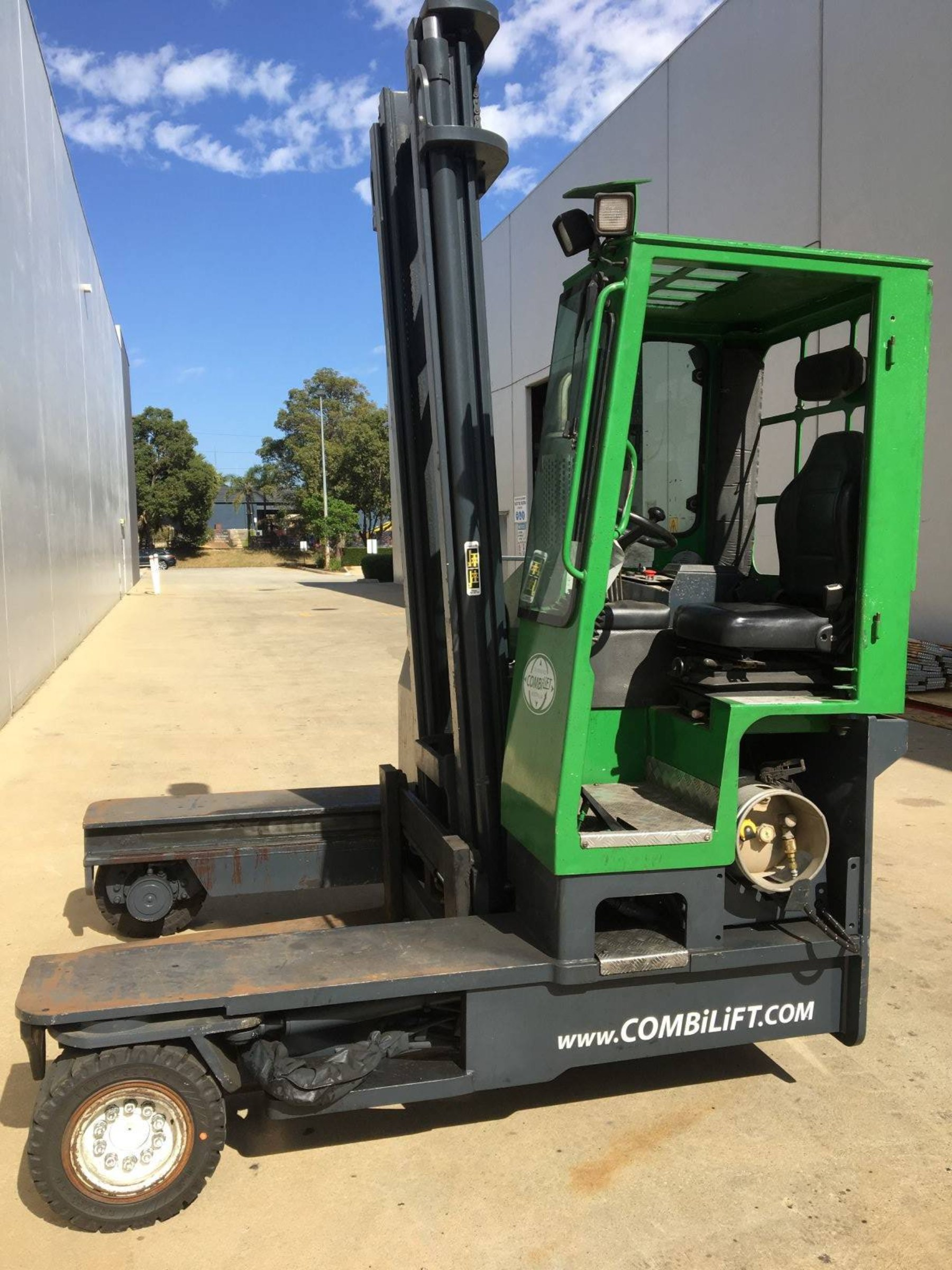 Used forklift: COMBILIFT C4000