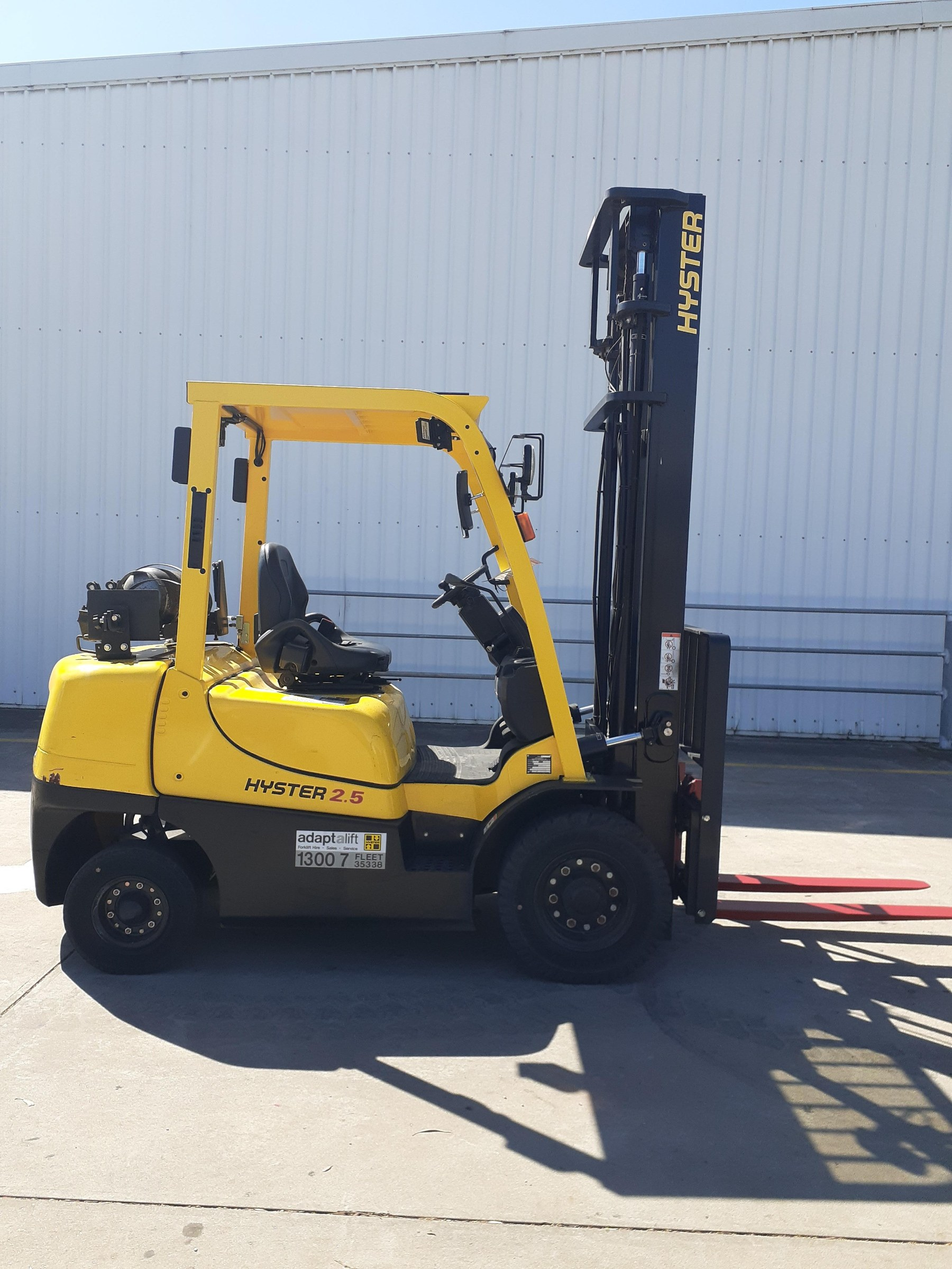 Used forklift: HYSTER H2.5XT